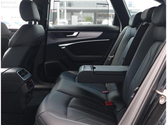 後部座席は乗り込み口が広く、スッと乗り込めます。実は、重要なポイントです。