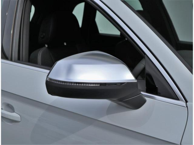 シルバーのミラーハウジングはSモデル専用オプションでございます。