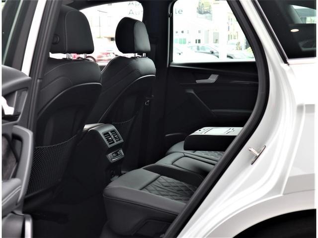 後席は乗り込みやすく設計されております。