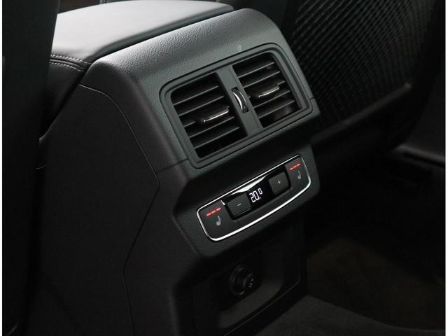 リアエアコンの操作パネルです。リアにもシートヒーターがございます。