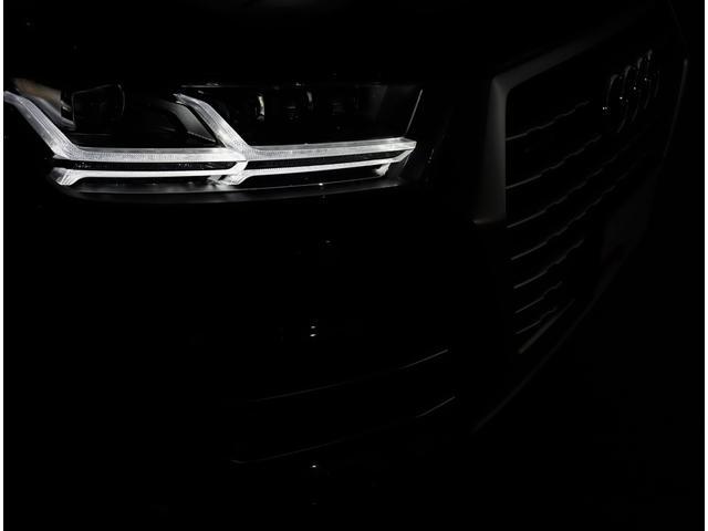 Audiが最初に採用したLEDポジショニングランプ。シャープなラインで昼間でも点けていたいと思うほど上品でオシャレです。夜間走行時はさらに目立ちます!