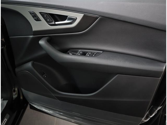 ドイツ車らしい重厚感のあるドアです。安全性と静粛性が抜群に良いです。