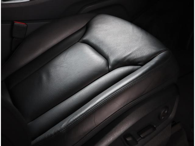 包み込まれるよう設計されておりますので長時間のドライブでも疲れにくいです。