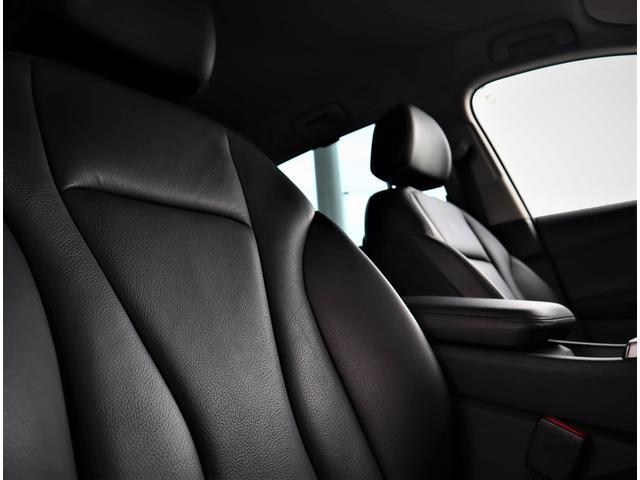 クオリティの高いシートを採用するのは、Audiのクルマづくりの哲学のひとつです。特に座り心地が重要です。体の大きなドイツ人が座っても頑丈な耐久性があります。しかも肌触りも良く高級家具のようです。