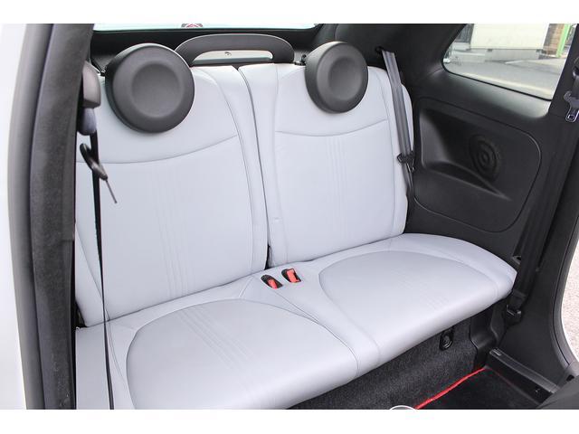 ■後席も同様に、グレーレザーでオシャレなシートでございます!■年式に比べ走行も浅くシートも綺麗に保たれております!■