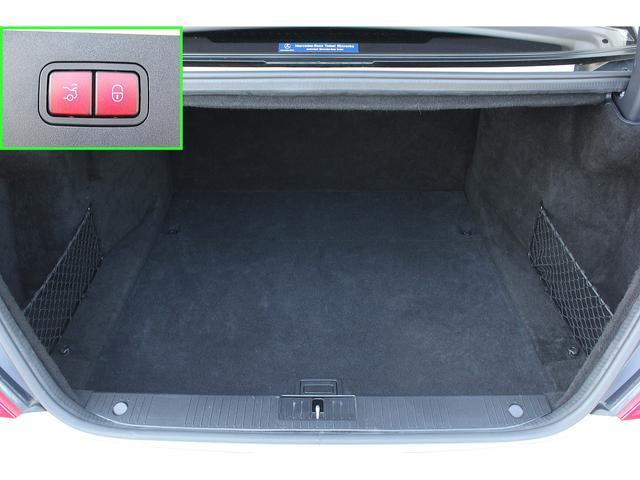 ■パワーオートトランクを装備しておりますので、ボタン一つで誰でも楽々にトランクの開閉が行えます!■トランクも広く便利にお使い頂けます!■