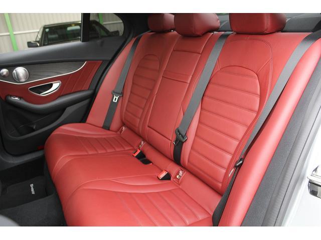 ■後席も同様に、年式・走行距離に比べシートの大きな傷も、へたりもありません!■赤本革シートがより一層オシャレで高級感を演出しております♪■