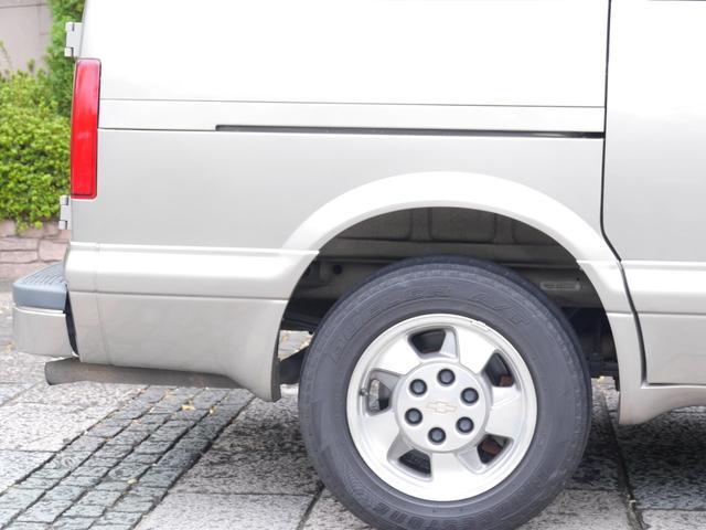 LS 2WD ディーラー車 キーレス 8人乗(13枚目)