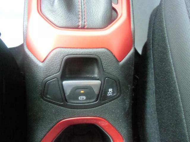 クライスラー・ジープ クライスラージープ レネゲード 弊社デモカー 4WD