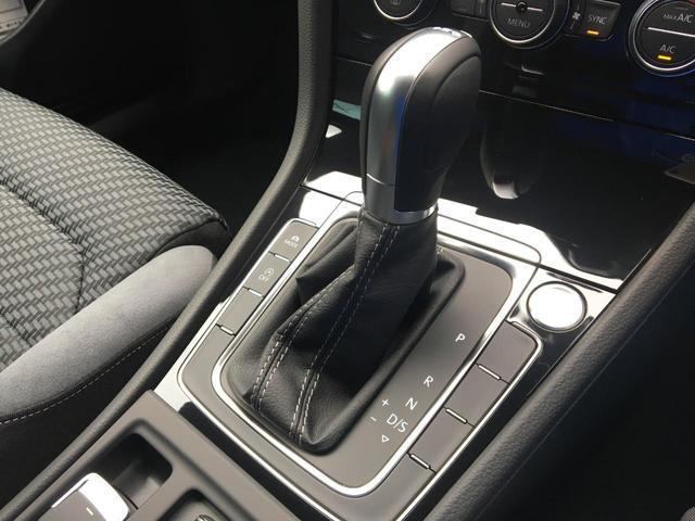 デジタルメーターを装備しており、ナビゲーションやお車の情報をご確認いただけます。