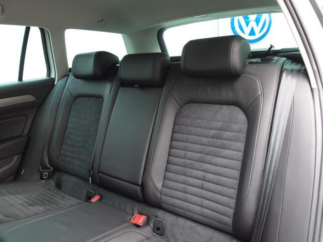 ■ドイツ人の体格に合わせた規格で、日本人の体格では、充分過ぎるスペースが確保された後席です!快適にドライブいただけます■