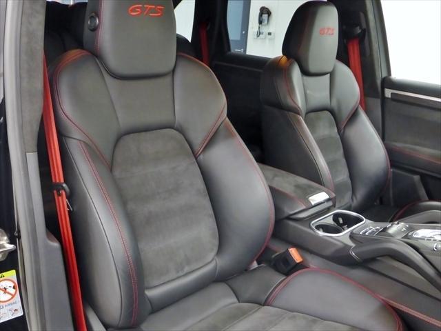 フロント「GTS」スポーツシート 8ウェイ / シートベルト カーマインレッド