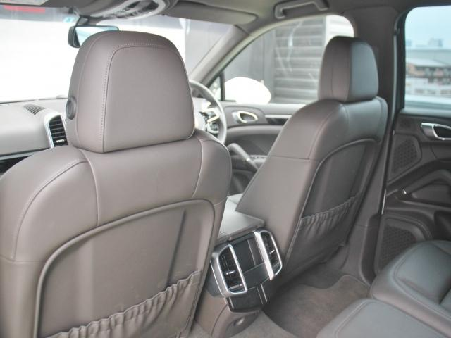 ポルシェ ポルシェ カイエン S 新車保証継承 ワンオーナー パークアシスト+バックカメラ