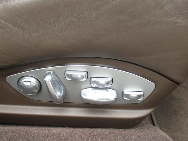 18wayアダプティブスポーツシートが標準装備です。