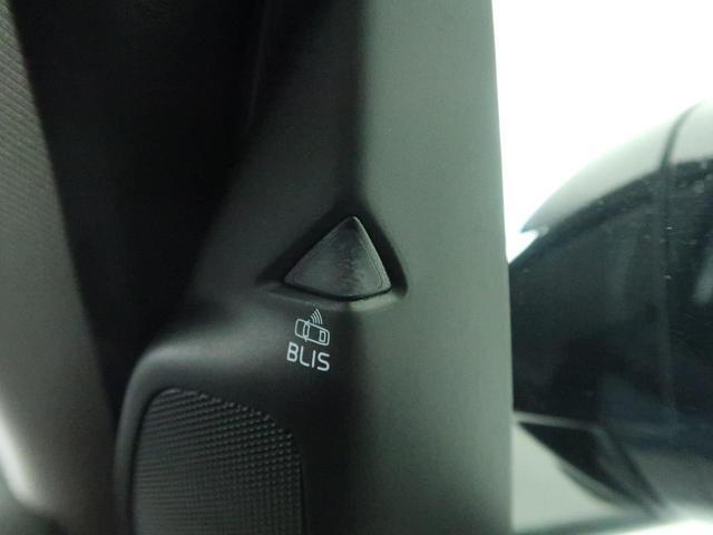 BLIS(ブラインドスポットインフォメーション)『右斜め後ろを平行して走る車を認識し、車線変更の際に危険を察知するとドライバーへ警告を促します。ボルボは世界のメーカーの中で先駆けて採用しています。』
