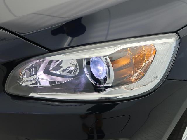 ◆プロジェクターキセノン『視認性に優れた青白い光軸が特徴のディスチャージドランプを搭載しています。ヘッドライトレンズの曇りや黄ばみも見られず、綺麗な状態を保って入庫しております。』