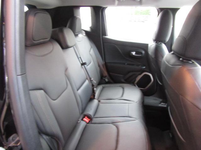 クライスラー・ジープ クライスラージープ レネゲード リミテッド  弊社試乗車 レザーシート