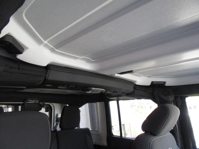 クライスラー・ジープ クライスラージープ ラングラーアンリミテッド サハラ 登録未使用車 4WD 新車保証