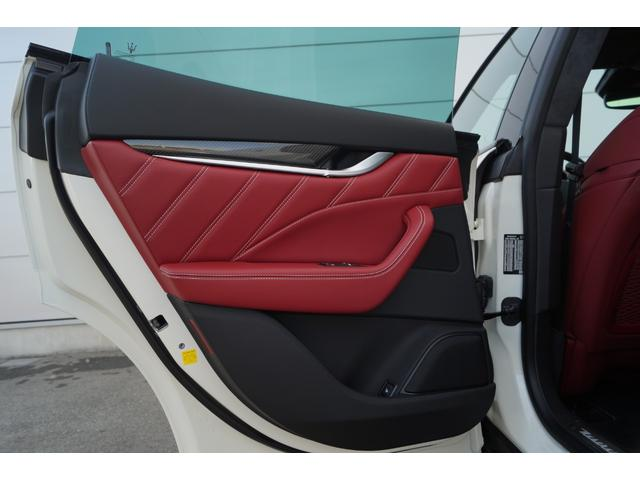 「マセラティ」「レヴァンテ」「SUV・クロカン」「兵庫県」の中古車16