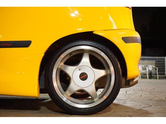 前回ご納車の際に新品交換しており、タイヤ7〜8分山です。交換などもご依頼ください。
