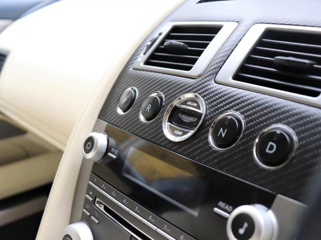 クリスタルキーでのエンジンスターターは、まさに高級車の証です。こちらにあるスイッチでシフトを選択いたします。