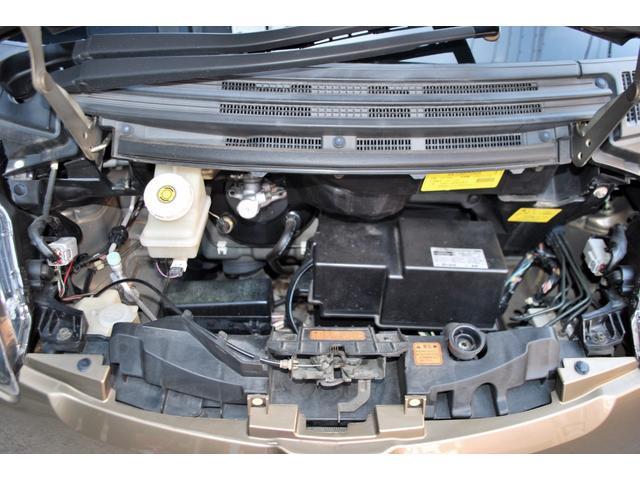 アルミ製シリンダブロックの3気筒DOHC12バルブ MIVECターボエンジンを搭載。