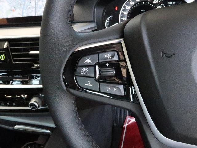 ●アダプティブクルーズコントロール『前の車との車間距離を一定にとりつつ、一定速度で自動走行してくれる次世代のクルーズコントロール!主に高速道路や自動車専用道路で使用する便利な機能の1つです!』
