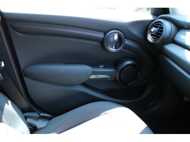 クーパーD ワンオーナー NAVI LEDヘッドライト 15インチAW ペッパーPKG コンフォートアクセス オートライト・レインセンサー ホワイトルーフ(33枚目)
