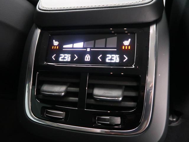 後席シートにも独立したオートエアコン、三段階で調節が可能なシートヒーターを備えています。どの座席にお座りになっても快適に目的地までお過ごしになれます。