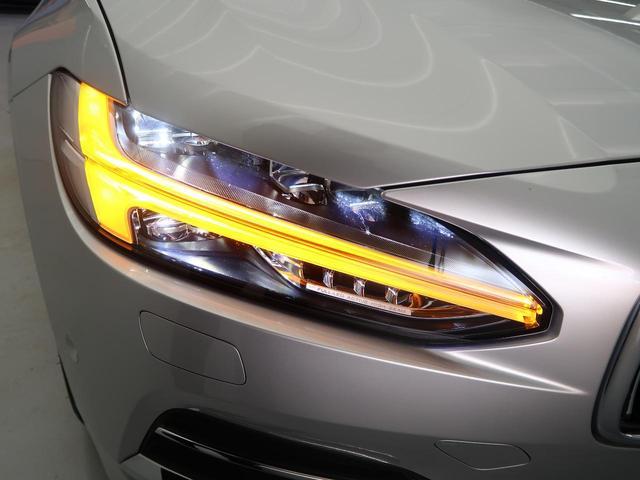 2017年モデルより採用されたフルLEDヘッドライト。こちらの2019年モデルにはデイライト機能も追加されています。オートハイビーム機能やアダプティブ機能も内蔵します。