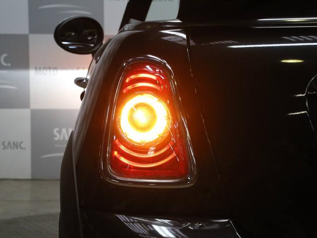 クーパーS コンバーチブル 禁煙車 ディーラー記録簿 スペアキー ブラックインナーヘッドライト 17インチアルミ リアセンサー クロームラインインテリア&エクステリア ETC(41枚目)
