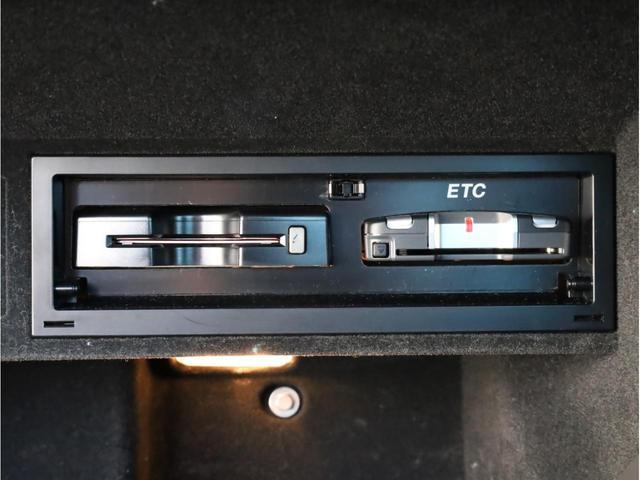 2.0TFSI クワトロ 禁煙 Sライン専用バンパー 記録簿 18AW 専用ハーフレザーシート フルセグTV 純正HDDナビ バイキセノンライト リアセンサー(7枚目)