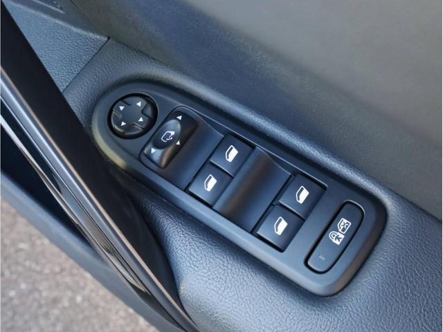 SW GT ブルーHDi 禁煙 ガラスルーフ LEDヘッドライト スマートキー 4ゾーン独立調整エアコン ナビTV バックカメラ オートマチックハイビーム ドライブレコーダー(21枚目)