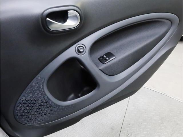 ターボ リミテッド 禁煙 黒革シート シートヒーター クルーズコントロール アイドリングストップ 純正オーディオ Bluetooth USB入力端子 ETC タコメーター 15インチAW(20枚目)