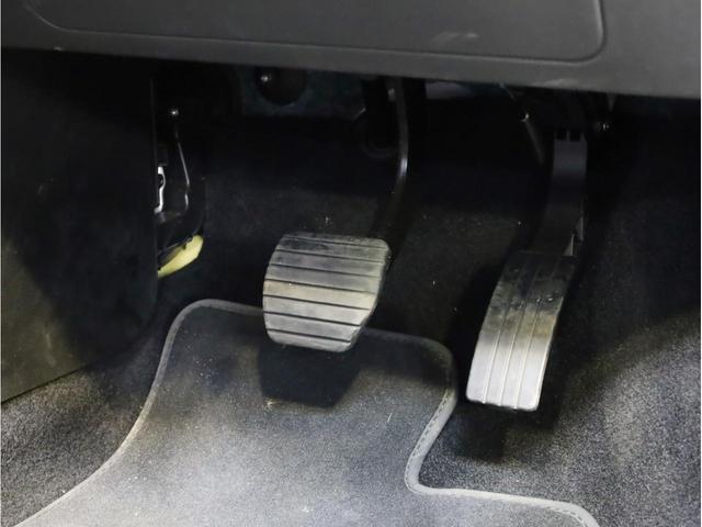 ターボ リミテッド 禁煙 黒革シート シートヒーター クルーズコントロール アイドリングストップ 純正オーディオ Bluetooth USB入力端子 ETC タコメーター 15インチAW(21枚目)