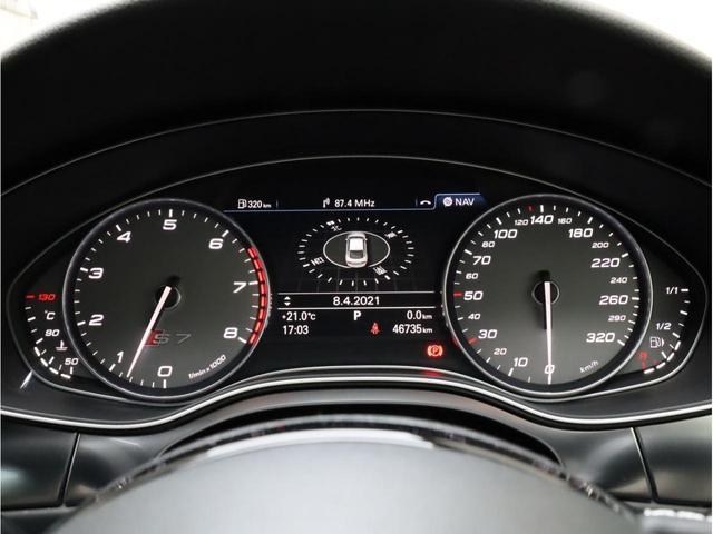 ベースグレード 黒革 カーボンインパネ ナイトビジョンアシスト アウディドライブセレクト アダプティブクルーズコントロール 20インチアルミホイール  LEDヘッドライト 前後カメラ エアサス 大型ブレーキキャリパー(8枚目)