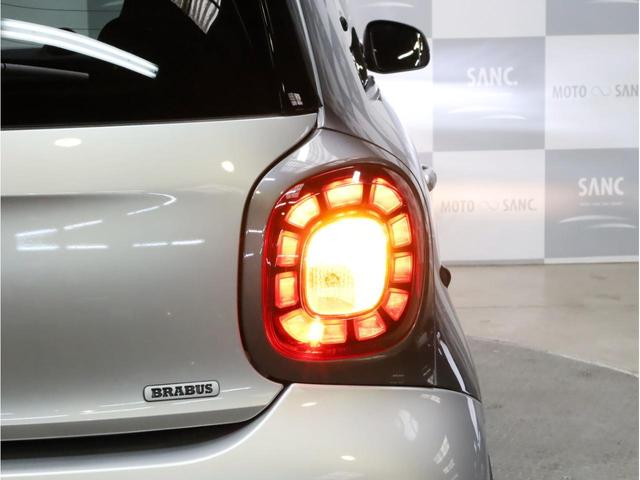 BRABUS エクスクルーシブ 禁煙 ブラバス専用ターボエンジン 専用ミッション 各種ブラバスパーツ 17インチアルミホイール LEDヘッドライト 取説 スペアキー USB入力端子 Bluetooth(69枚目)