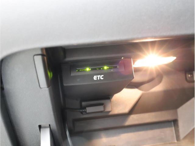 ベースグレード 禁煙車 ファインナッパレザーシート シートヒーター アイバッハダウンサス MMIナビTV アドバンスドキー 前後ソナー 18アルミ バイキセノン フラットボトムレザーステアリング LEDテールライト(21枚目)