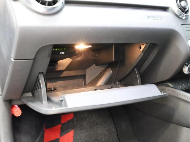 ベースグレード 禁煙車 ファインナッパレザーシート シートヒーター アイバッハダウンサス MMIナビTV アドバンスドキー 前後ソナー 18アルミ バイキセノン フラットボトムレザーステアリング LEDテールライト(43枚目)