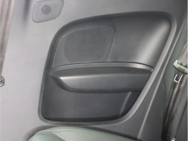 ベースグレード 禁煙車 ファインナッパレザーシート シートヒーター アイバッハダウンサス MMIナビTV アドバンスドキー 前後ソナー 18アルミ バイキセノン フラットボトムレザーステアリング LEDテールライト(60枚目)