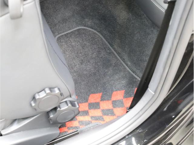 ベースグレード 禁煙車 ファインナッパレザーシート シートヒーター アイバッハダウンサス MMIナビTV アドバンスドキー 前後ソナー 18アルミ バイキセノン フラットボトムレザーステアリング LEDテールライト(61枚目)