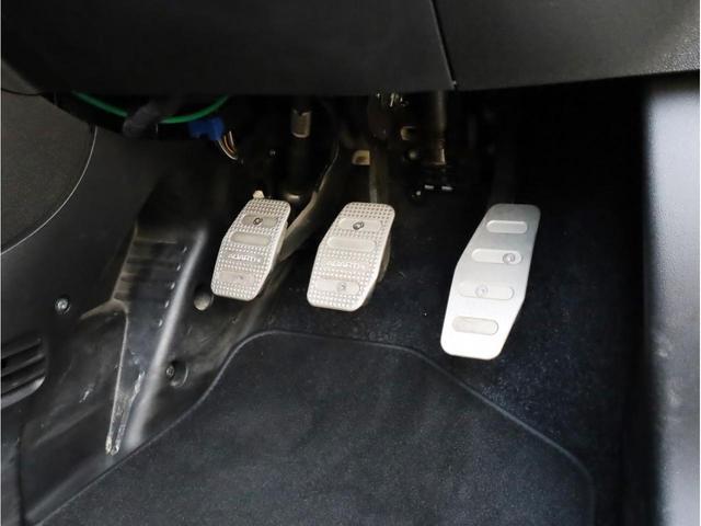 ベースグレード 禁煙1オーナー ブルーレイ再生ストラーダ2DINナビ バックカメラ 運転席レカロ製フルバケットシート17AW(23枚目)