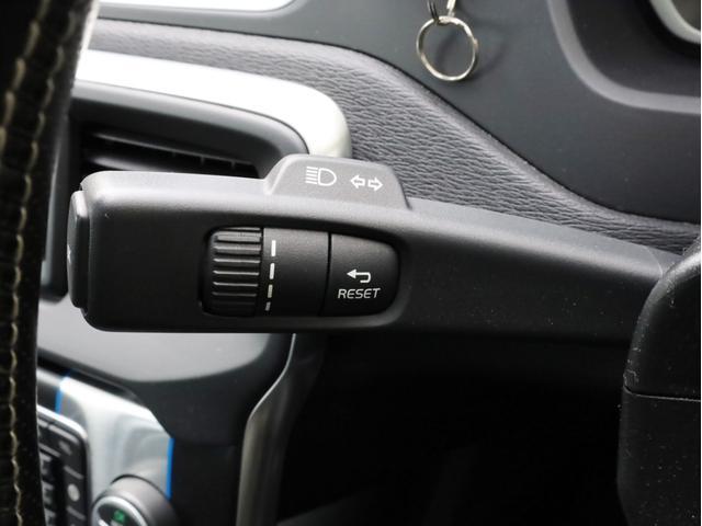 D4 Rデザイン 禁煙 ドラレコ 純正ナビフルセグTV Bluetooth Bカメラ インテリセーフ10ガラスルーフ  スマートキー キセノンライト 前後センサー 黒革 harman/kardon ディーラー記録簿(33枚目)