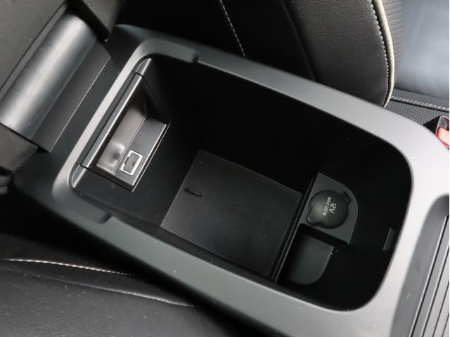 D4 Rデザイン 禁煙 ドラレコ 純正ナビフルセグTV Bluetooth Bカメラ インテリセーフ10ガラスルーフ  スマートキー キセノンライト 前後センサー 黒革 harman/kardon ディーラー記録簿(43枚目)