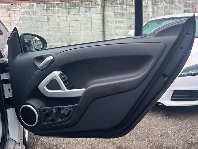 BRABUS エクスクルーシブ 特別仕様車200台限定モデル 専用スタイリングパッケージ BRABUS6ツインスポークAW ダークヘッドライト レザーシート シートヒーター パドルシフト クルーズコントロール スペアキー 取説記録簿(28枚目)