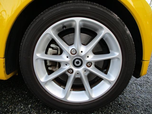 mhdパッション マイクロハイブリッド アイドリングストップ レッドインテリア キセノンヘッドライト 純正15インチアルミホイール パノラミックルーフ ETC CD AUX スペアキー 取説記録簿 正規ディーラー車(15枚目)