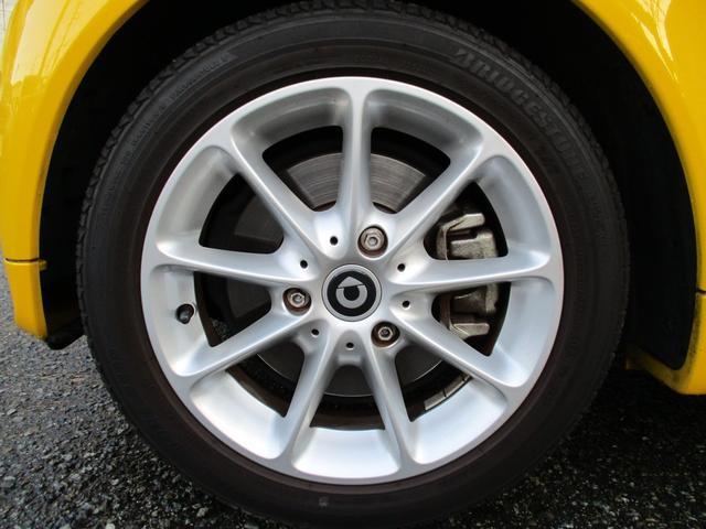 mhdパッション マイクロハイブリッド アイドリングストップ レッドインテリア キセノンヘッドライト 純正15インチアルミホイール パノラミックルーフ ETC CD AUX スペアキー 取説記録簿 正規ディーラー車(17枚目)