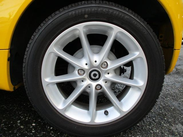 mhdパッション マイクロハイブリッド アイドリングストップ レッドインテリア キセノンヘッドライト 純正15インチアルミホイール パノラミックルーフ ETC CD AUX スペアキー 取説記録簿 正規ディーラー車(18枚目)