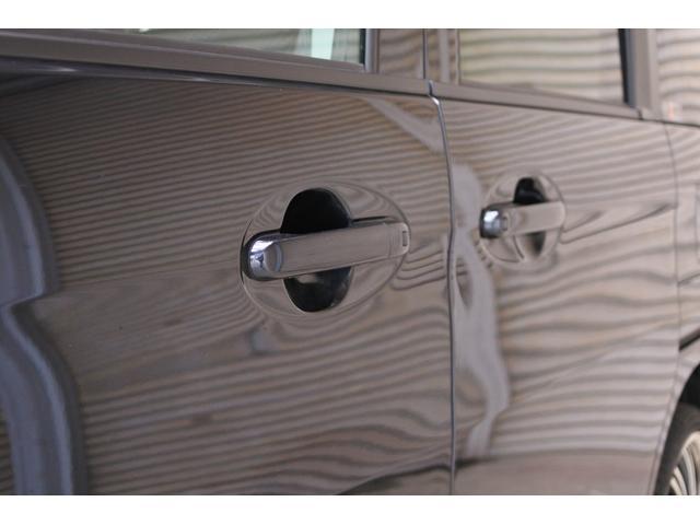 ベースグレード デュアルブレーキサポート 両側パワースライドドア 9インチナビ スマートキー ドライブレコーダー 社外アルミホイール 純正ETC プッシュスタート LEDフォグ HID バックカメラ 社外テール(21枚目)