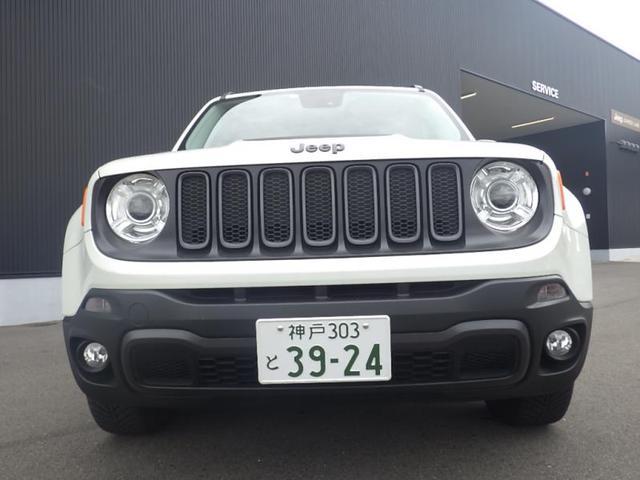 Jeepの伝統を象徴する セブンスロットグリル